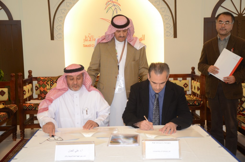 His Royal Highness Prince Sultan bin Salman (centre), Dr. Ali bin Ibrahim Al Ghabban, rofessor Michael Petraglia (right)